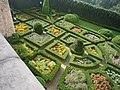 Pieskowa Skała – ogród zamkowy. Symetria w stylu włoskim. - panoramio.jpg