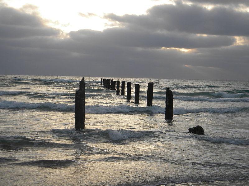 המזח בחוף בית ינאי