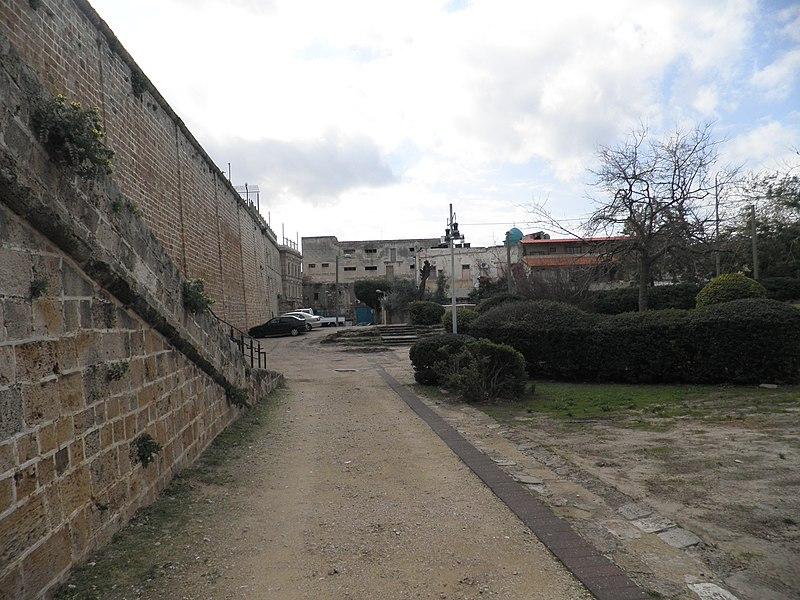 החומה המזרחית עכו