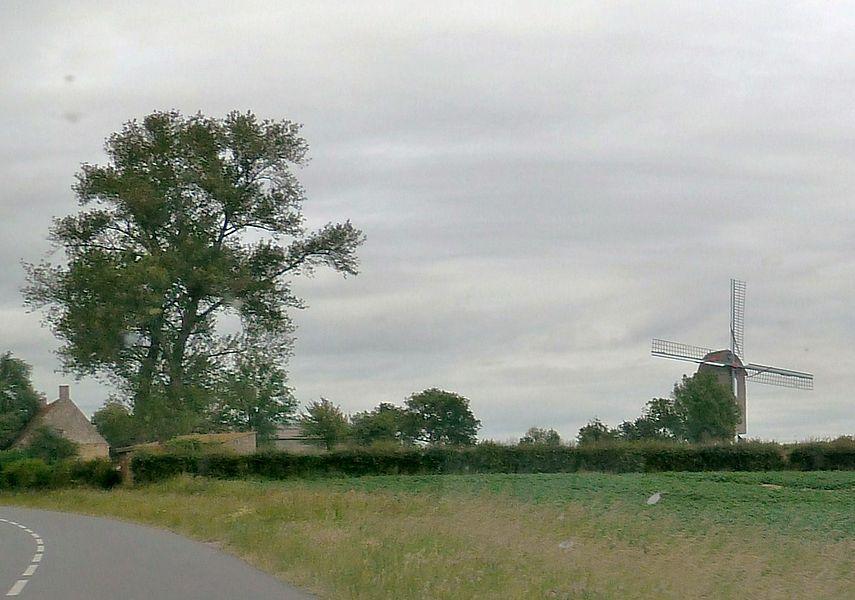 Molen Den Leeuw (Le Lion).- Moulin sur pivot de 1774 à Pitgam Nord.- France.-