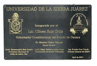 Universidad de la Sierra Juárez - Plaque commemorating the establishment of the University.