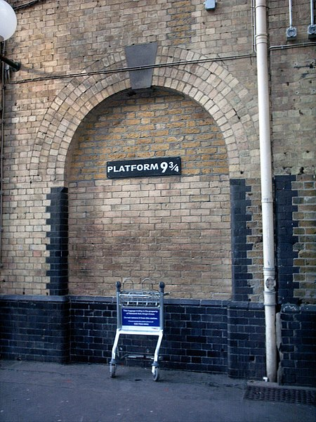 File:Platform 9 3-4, King's Cross - panoramio.jpg