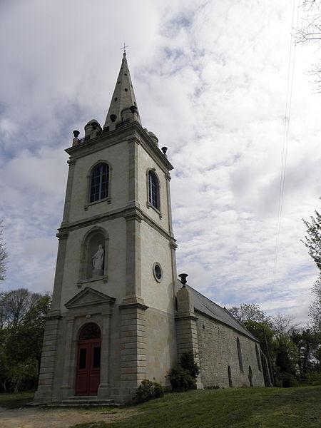 Chapelle Notre-Dame-de-Crénénan sise en Ploërdut (56). Tour-clocher et flanc sud.