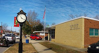 McColl, South Carolina - Post office and clock in McColl