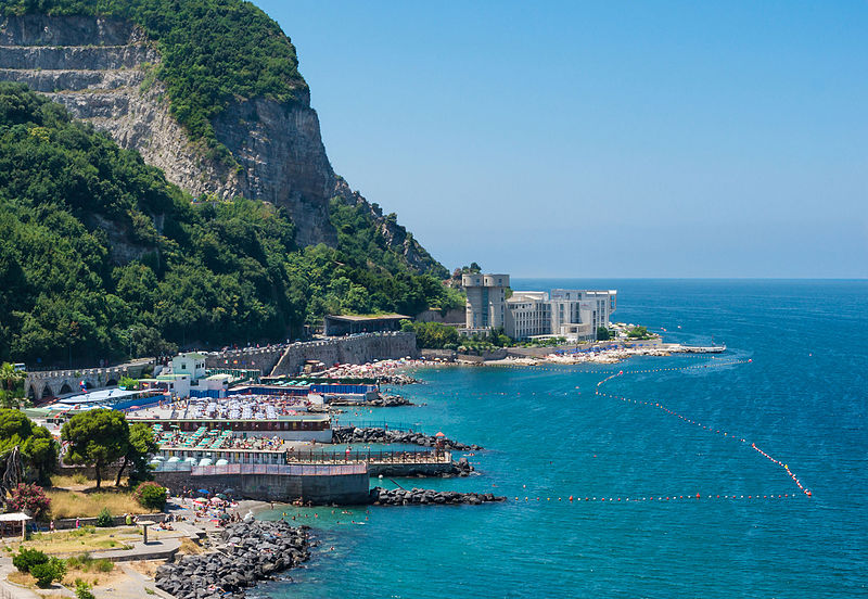 File:Private beaches Montechiaro.jpg