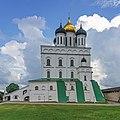 Pskov asv07-2018 Kremlin inside1.jpg