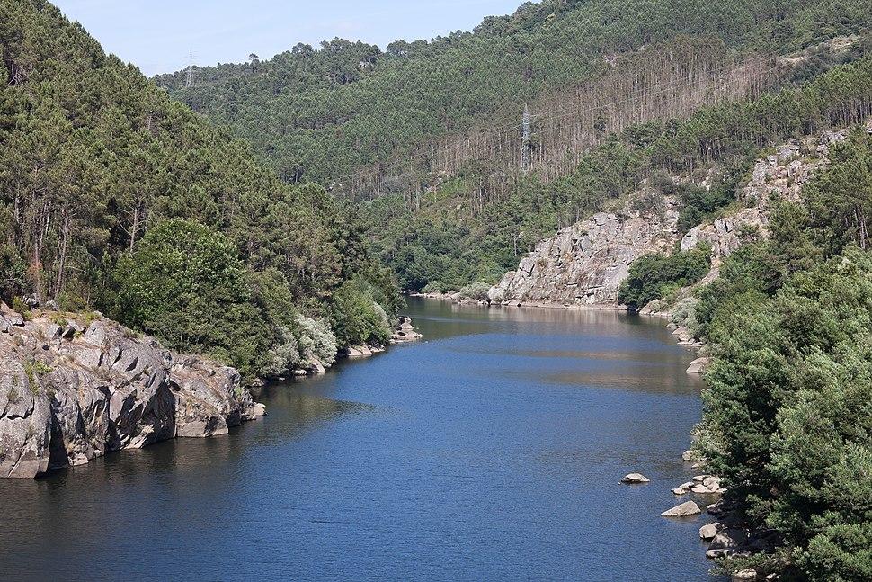 Río Miño preto da desembocadura do Avia. Galicia (Spain)