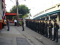 Raising the flag of Thailand at eight'o clock.jpg