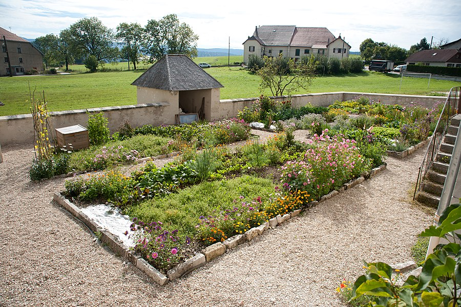 Remoray-Boujeons - Presbytère, jardin (2)