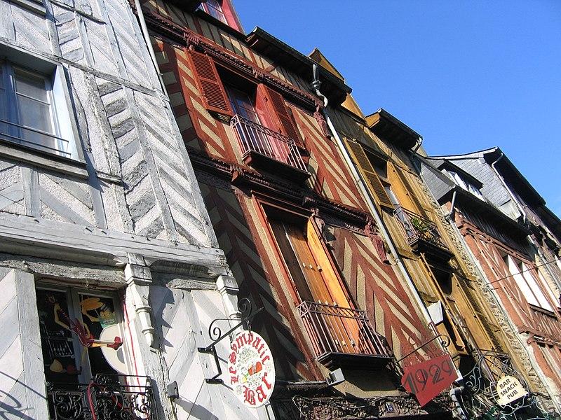La rue Saint-Michel à Rennes (Ille-et-Vilaine, Bretagne, France).