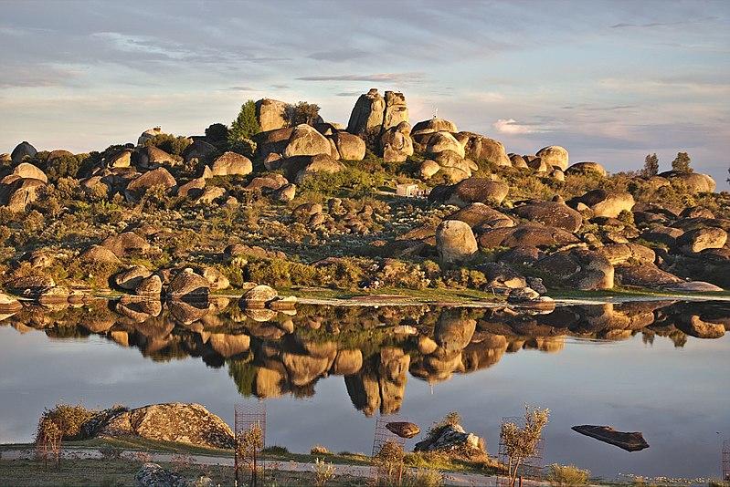 File:Reserva Natural de los Barruecos (Malpartida de Cáceres).jpg