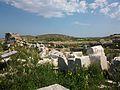 Restes del temple dels atenesos a Delos.JPG