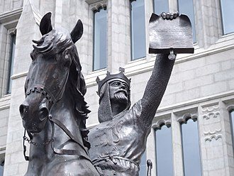 Marischal College - Statue of king Robert the Bruce in front of Marischal College.