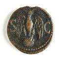 Romerskt bronsmynt med örn på klot - Skoklosters slott - 110688.tif