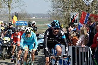Oude Kwaremont - Image: Ronde van Vlaanderen 2015 Oude Kwaremont (16847245047)