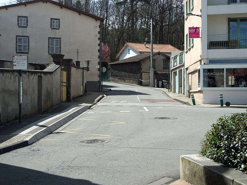 Road from Nohanent to Clermont-Ferrand (D 764), on the first ground, bus stop Place de la Farge