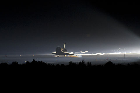 STS-135 Space Shuttle Atlantis makes its final landing.jpg