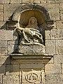 Saint-Marcel (Ardennes) chapelle de Giraumont, Pietà de la façade.JPG