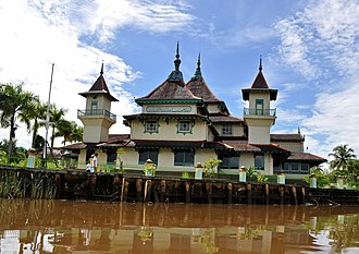 Sultanate of Sarawak - The Jamek Mosque of Sambas Sultanate. The arrival of Sultan Tengah in Sambas revolutionised the ancient Hindu kingdom into a Malay Muslim Sultanate. The current ruling house of Sambas traced their lineage from the Sarawakian Sultan.