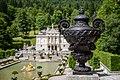 Schlosspark Linderhof mit Schloss.jpg