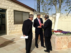 Al-Bireh - John Kerry visiting Al-Bireh youth center