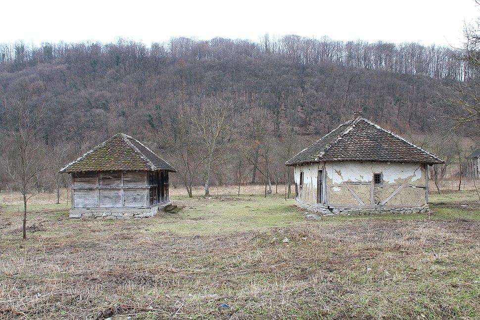Selo Mrčić - opština Valjevo - zapadna Srbija - Staro seosko domaćinstvo - Kolubarska arhitektura 1