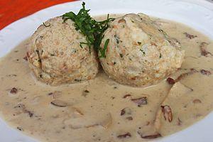 Mushroom sauce - Image: Semmelknödel Pilzsosse