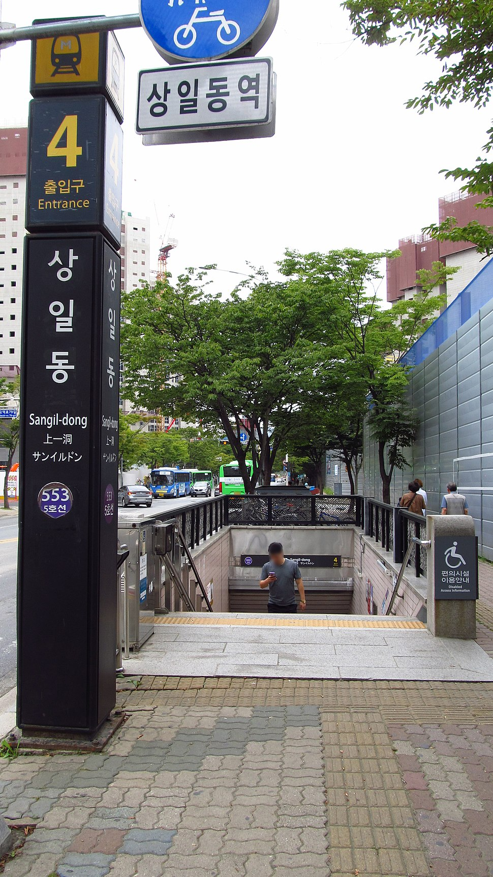 Seoul-metro-553-Sangil-dong-station-entrance-4-20180914-125136