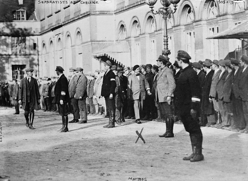 Separatisten der Rheinischen Republik vor dem Kurfürstlichen Schloss in Koblenz, 22 November 1923