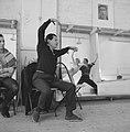 Serge Lifar bij repetitie van Nederlands Ballet, Bestanddeelnr 912-2421.jpg