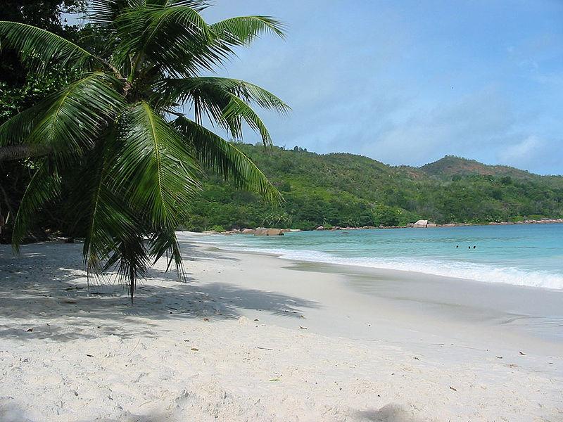Seychelská pláž, ilustrační obrázek. Wikipedia.cs