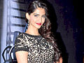 Shahid Kapoor and Sonam Kapoor promote 'Mausam' on the sets of KBC 5.jpg