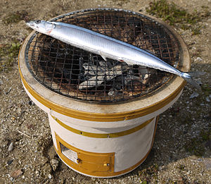 Shichirin - Shichirin and charcoal‐broiled ''Sanma'' (Pacific saury), which evoke a Japanese autumnal image
