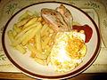 Smažené kuřecí a vajíčko, hranolky, kečup.jpg