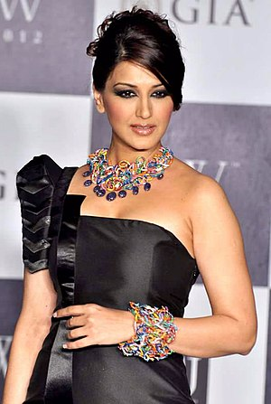 Sonali Bendre - Bendre at IIJW ramp walk in 2012