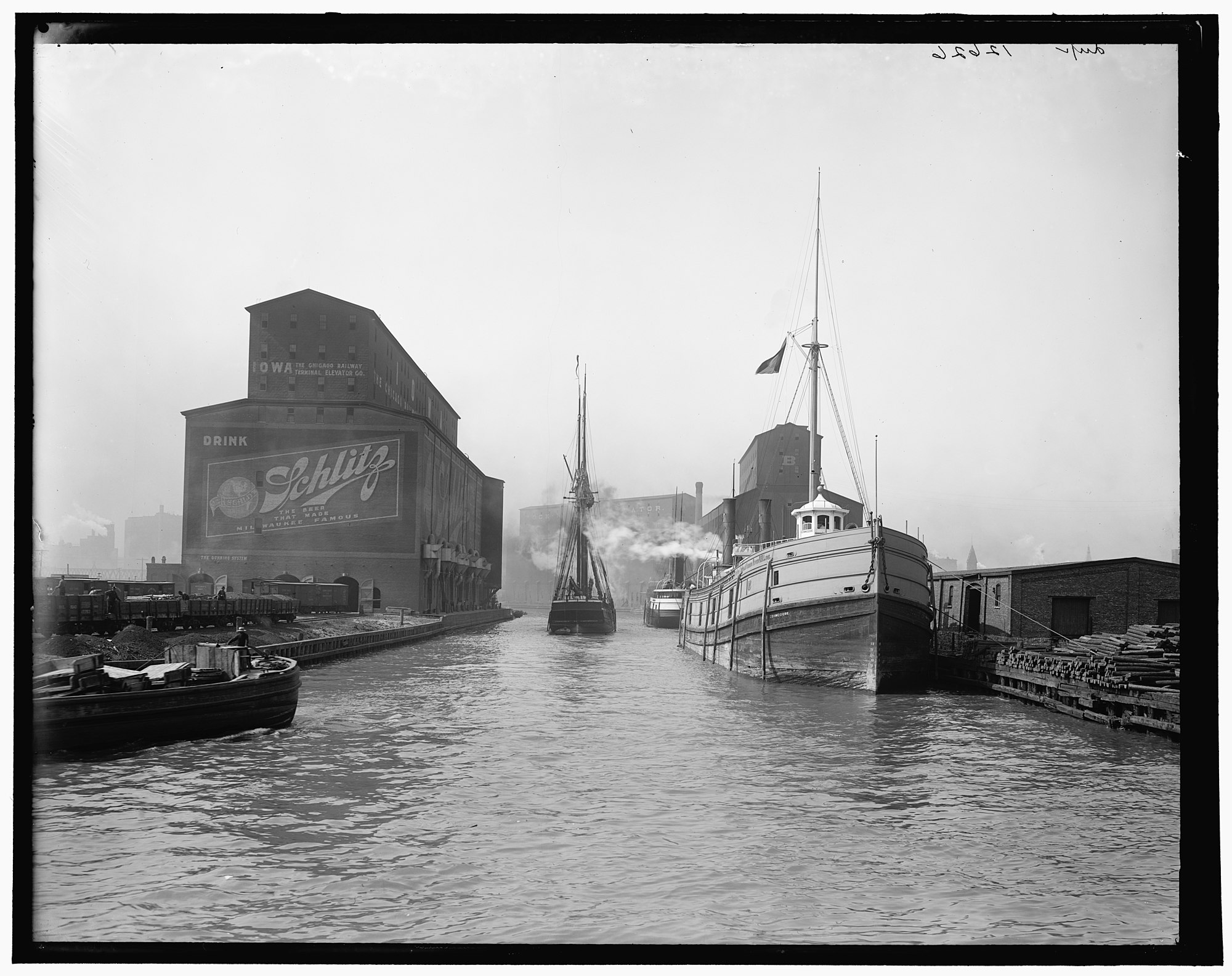 South Branch of the Chicago River at 14th Street, 1900