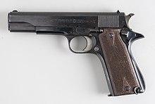 Avis demandés. Rebronzage ou pas d'une arme de collection ? 220px-Star_9_mm_%286825678592%29