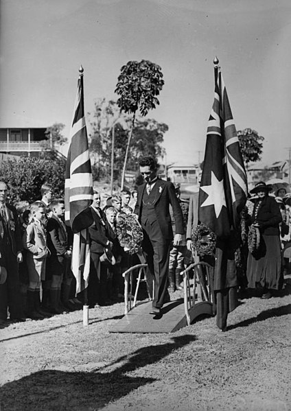 File:StateLibQld 2 96372 Wreath laying ceremony on Anzac Day, Manly, 1937.jpg