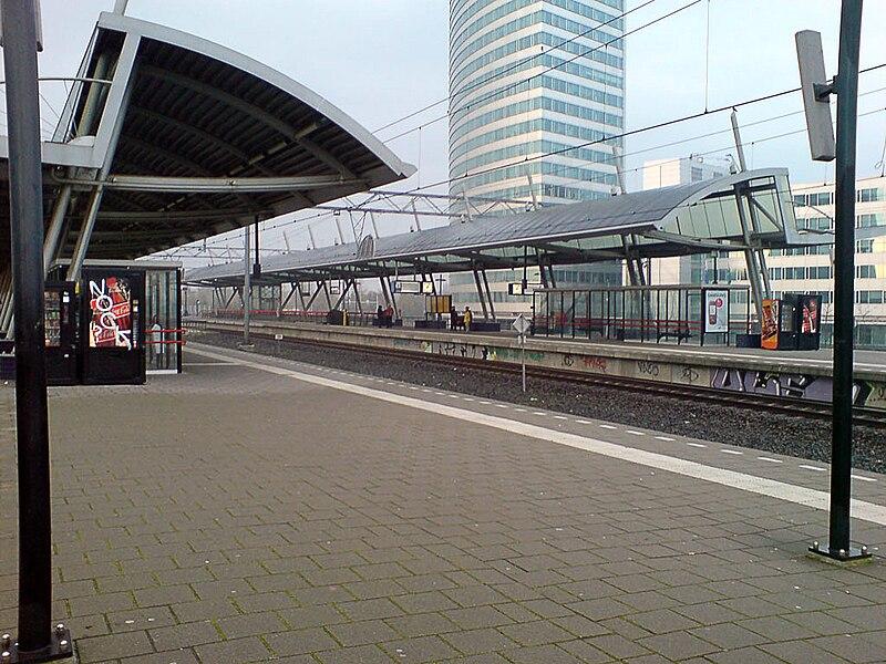 File:StationHoofddorp1b.jpg