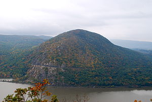 Storm King State Park - Image: Storm King mountain as viewed from top of Break Neck Ridge