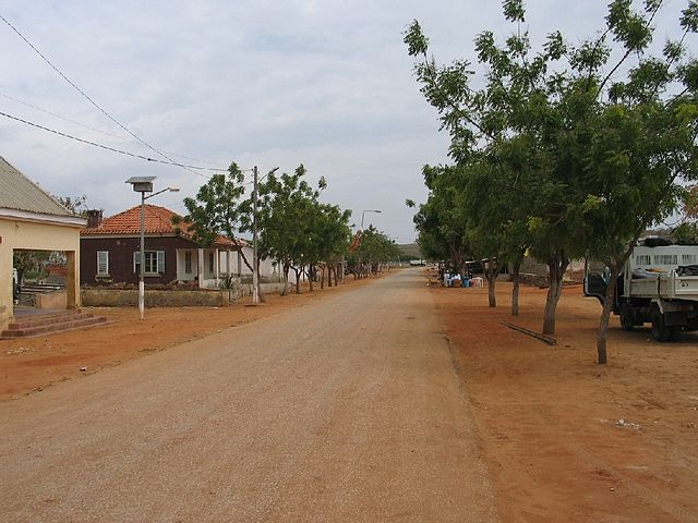 Street in Barra do Dande By jlrsousa (Barra do Dande) [CC-BY-SA-2.0 (https://creativecommons.org/licenses/by-sa/2.0)], via Wikimedia Commons