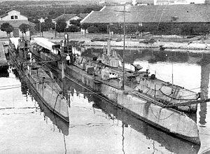 Submarines Tyulen', Utka, AG-22 at Bizerte, 1922.jpg