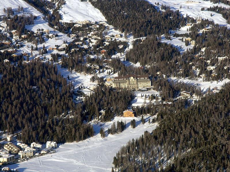 Suvretta House St. Moritz - panoramio.jpg