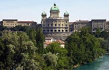 a0b515db6310 El Palacio Federal en Berna es el nombre del edificio en el cual la  Asamblea Federal de Suiza (parlamento) y el Consejo Federal Suizo (poder  ejecutivo) ...