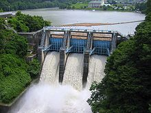 https://upload.wikimedia.org/wikipedia/commons/thumb/3/35/Takato_Dam_discharge.jpg/220px-Takato_Dam_discharge.jpg