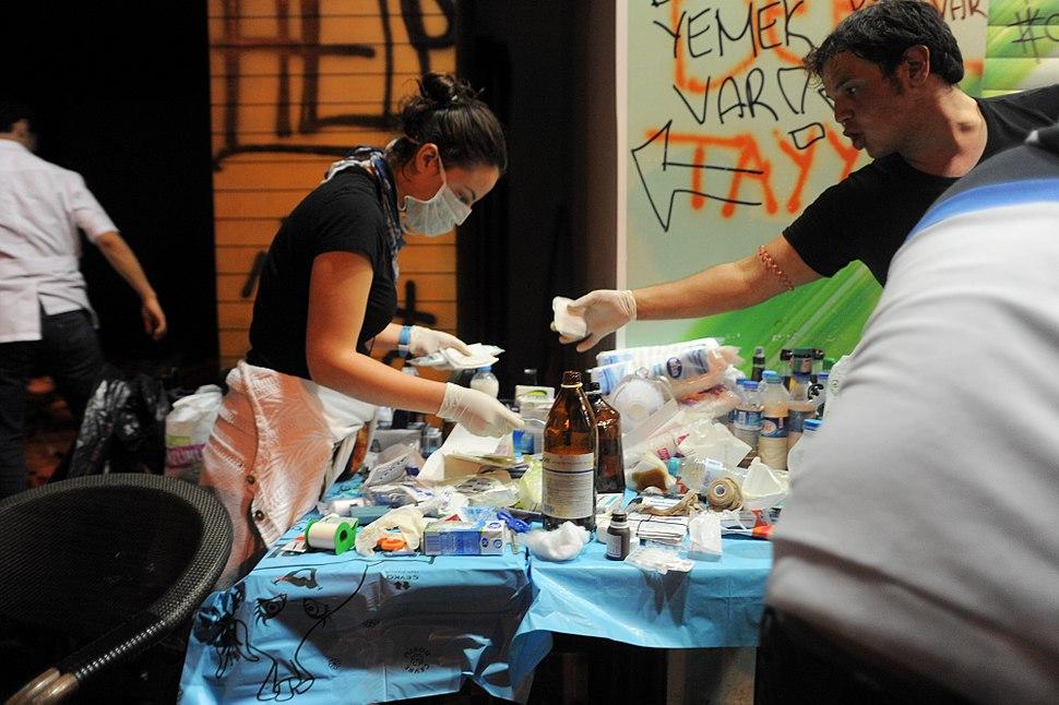 Taksim square volunteer medical help. Events of June 3, 2013-2