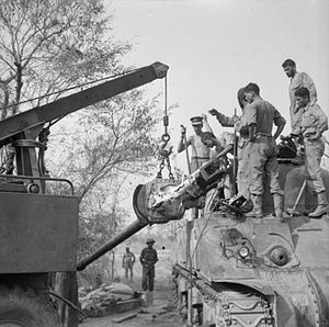 75 mm Gun M2/M3/M6 - A M3 is lifted out of a Sherman tank at 5th Indian Division's tank workshop near Taungtha, Burma, 29 March 1945