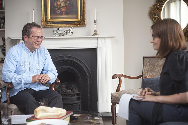 The Guardian senior news writer Esther Addley interviewing Ecuadorian Foreign Minister Ricardo Pati%C3%B1o.jpg