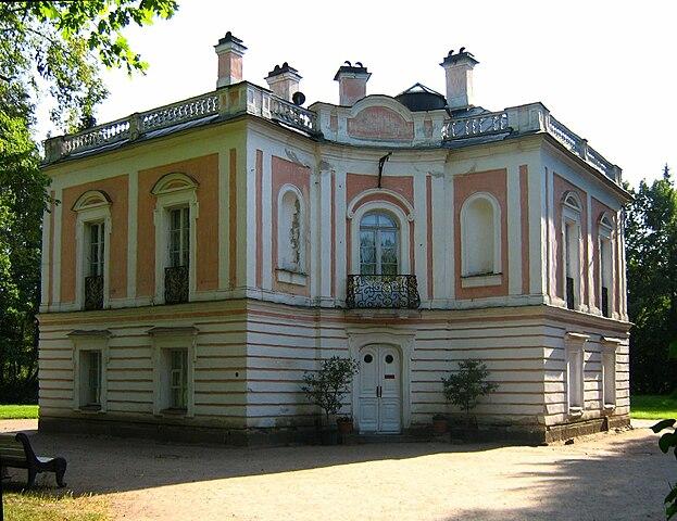 Ораниенбаум, дворец ПетраIII. Возведён для будущего императора по проекту архитектора Антонио Ринальди в 1758—1760
