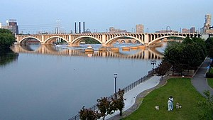 Third Avenue Bridge (Minneapolis) - Third Avenue Bridge spanning the Mississippi, viewed from north-west
